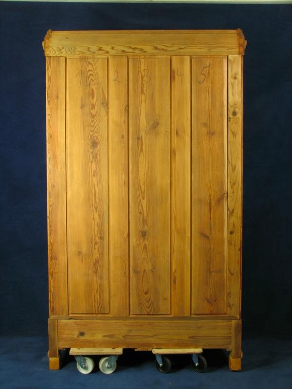 gr nderzeit kleiderschrank in weichholz um 1910. Black Bedroom Furniture Sets. Home Design Ideas